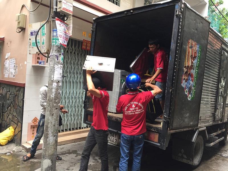 Nhân viên chuyển nhà Thành Hưng