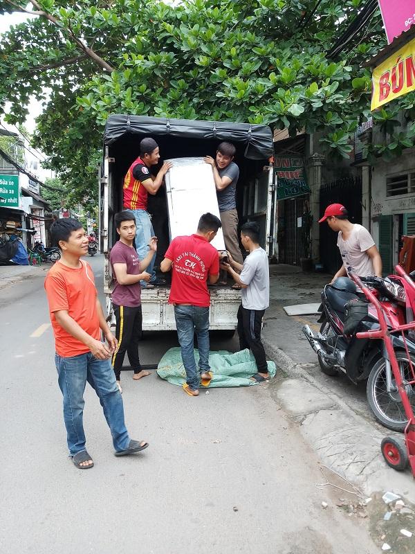 Công ty TNHH Thương mại Vận tải Chuyển nhà Thành Hưng đang thực hiện vận chuyển nhà