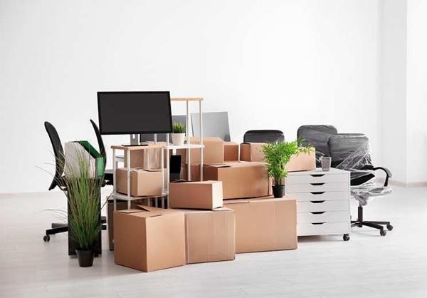 Tất cả đồ dùng trong văn phòng đều được đóng gói cẩn thận trước khi vận chuyển